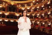 카자흐스탄 오페라 가수 마이라 무크메쿠주 '세계의 기도' 헌곡