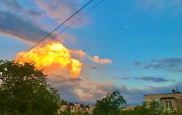 알마티 하늘에 불 구름